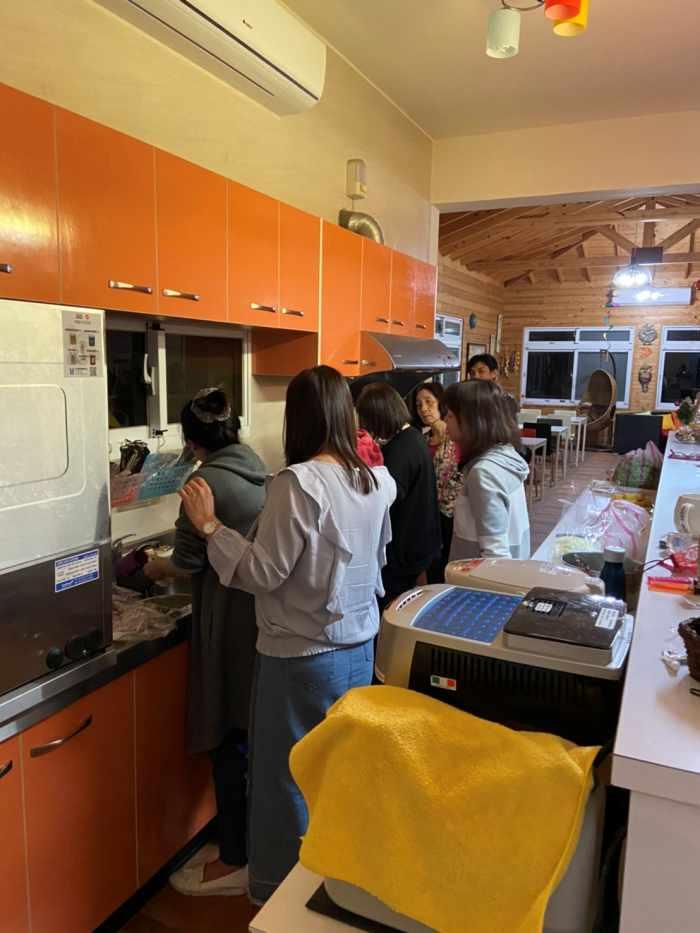 包棟民宿廚房協助料理